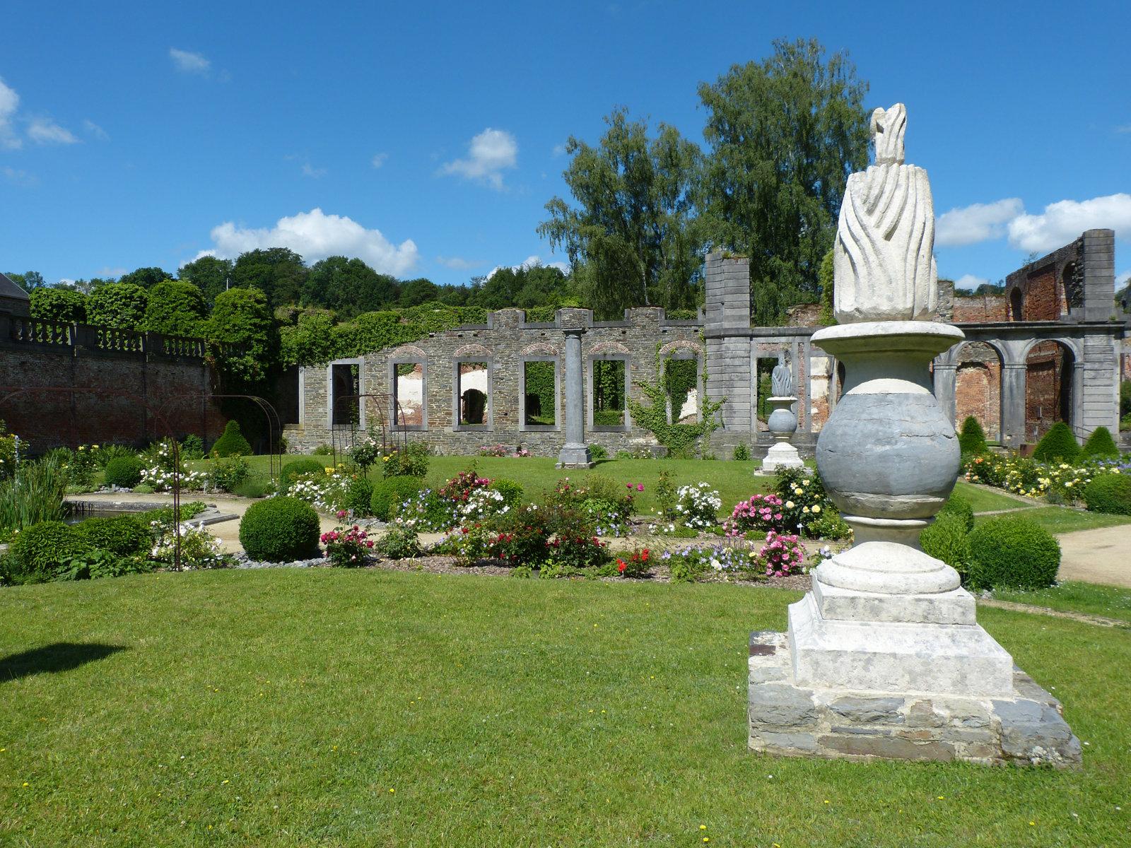 Jardin Classique À La Française les jardins de l'abbaye | abbaye de villers